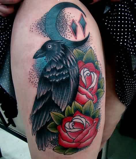Gorgeous Crow And Rose Tattoos On Thigh