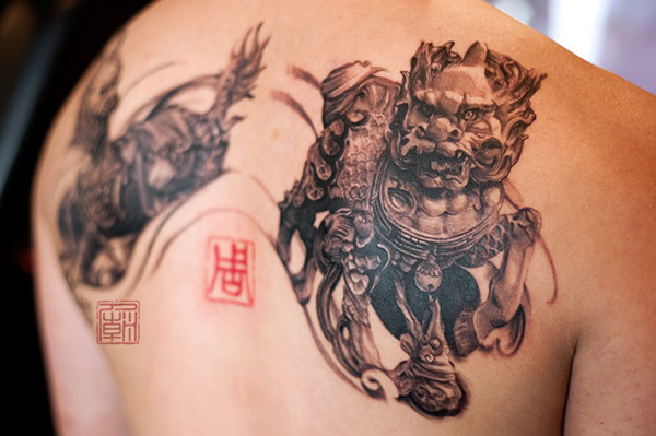 Grey Ink 3D Asian Foo Dog Tattoo On Back
