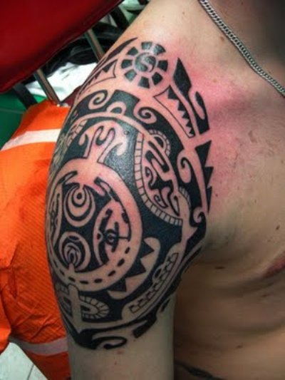 Impressive Black Maori  Polynesian Tattoo On Right Shoulder