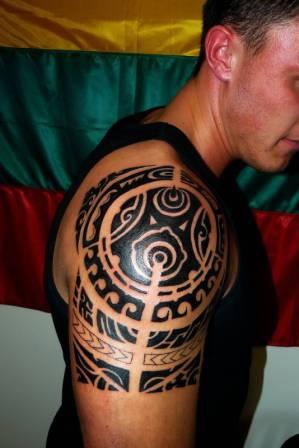 Incredible Black Tribal Polynesian Tattoos On Right Shoulder