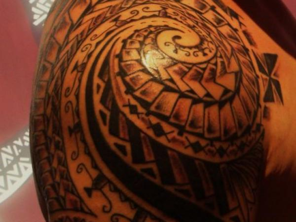 Mind Blowing Maori Polynesian Tattoo On Right Shoulder