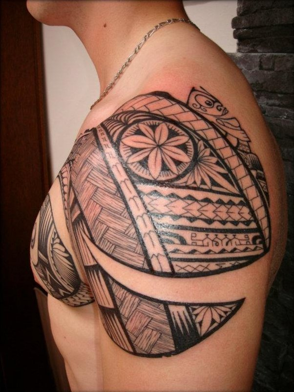 Awesome Polynesian Tattoo On Shoulder
