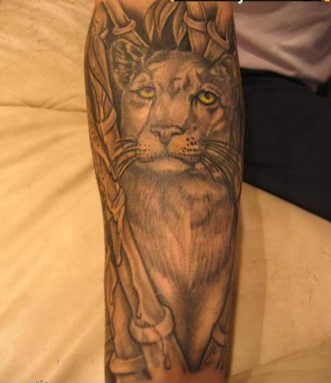Amazing Grey Ink Animal Tattoo (2)
