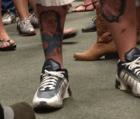 Amazing Portrait Tattoo On Right Leg