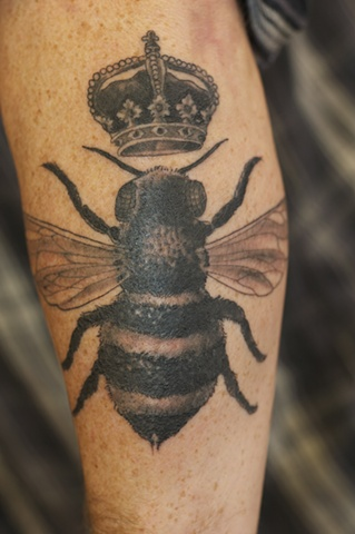 Amazing Queen Bee Tattoo