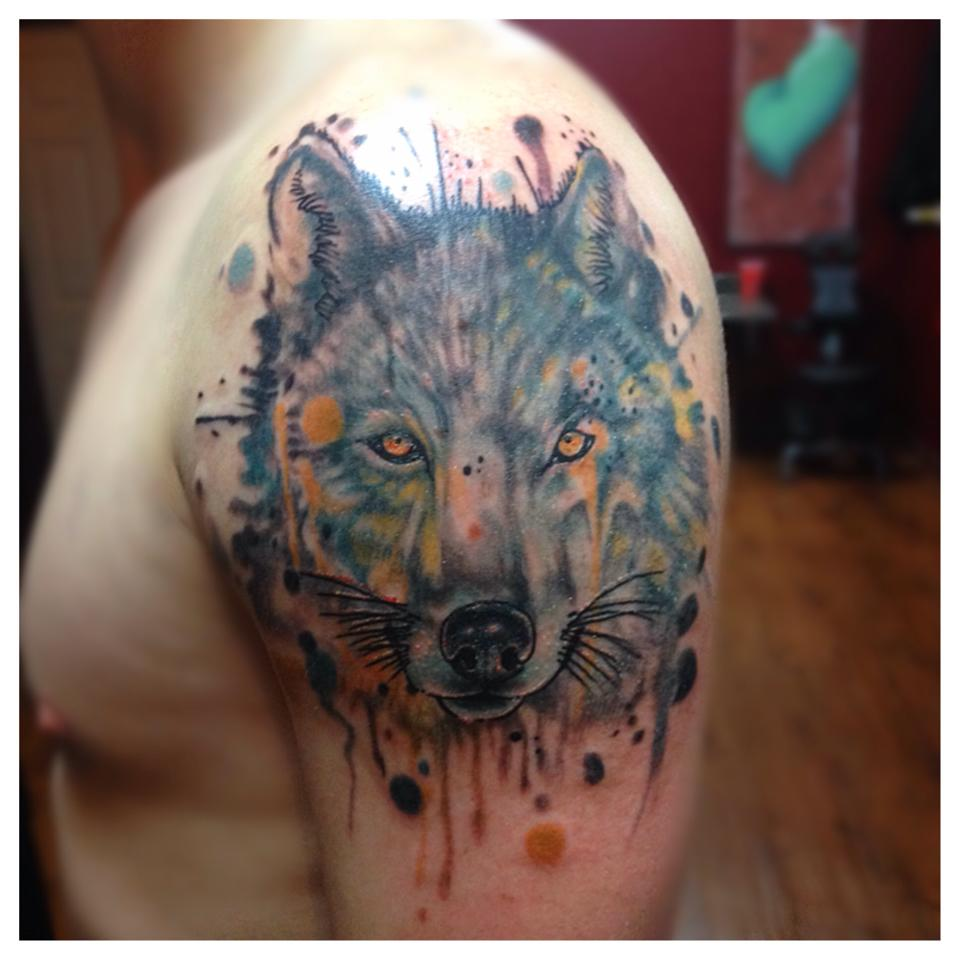 Amazing Watercolor Wolf Tattoo On Shoulder