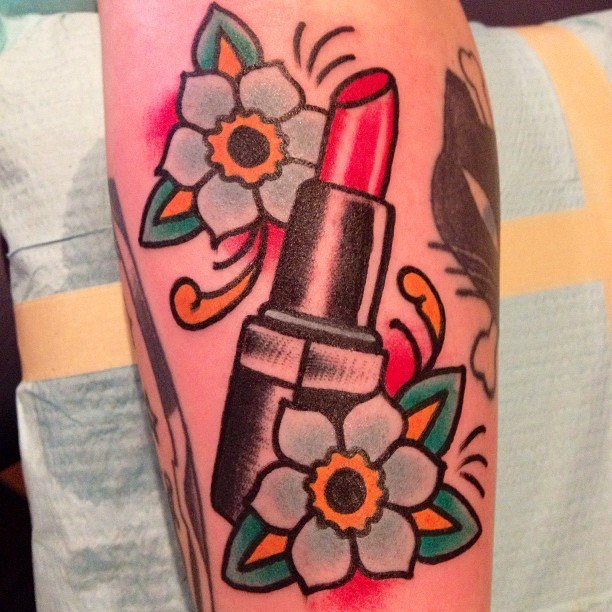 Attractive Lipstick Tattoo With Small Flowers