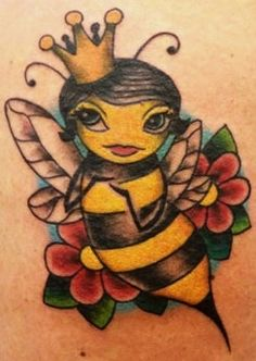 Beautiful Queen Bee Tattoo With Flowers