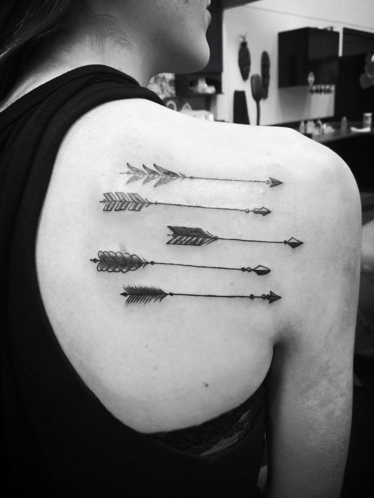 Black And White Arrow Tattoos On Right Back Shoulder