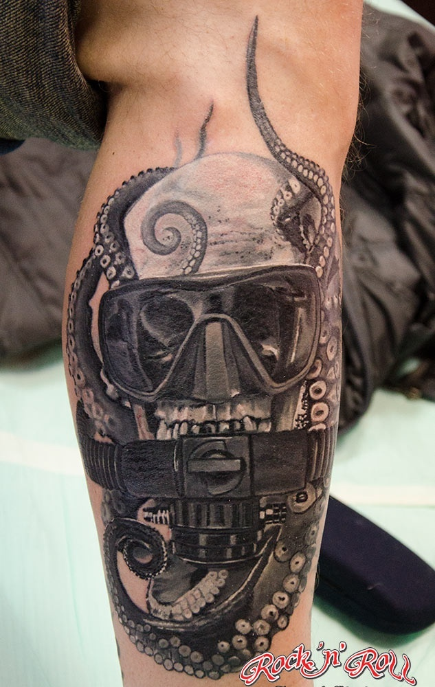 Diving Helmet And Octopus Tattoos On Leg