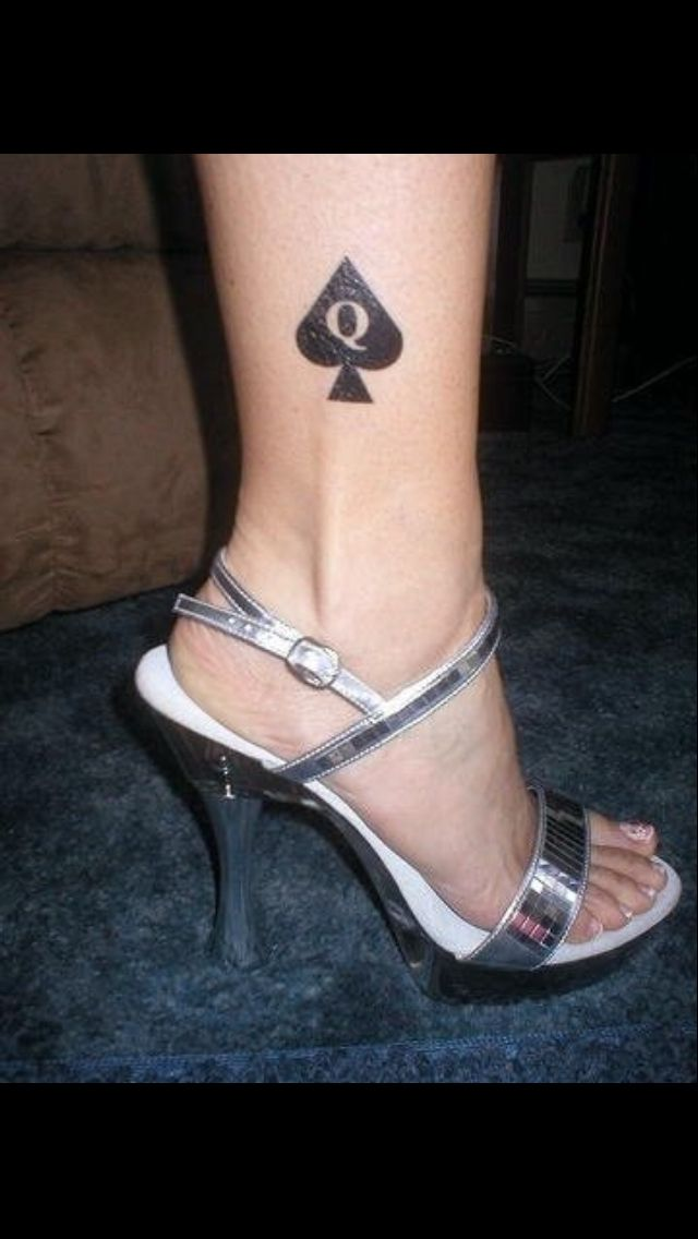 Fresh Queen Of Spade Tattoo On Leg
