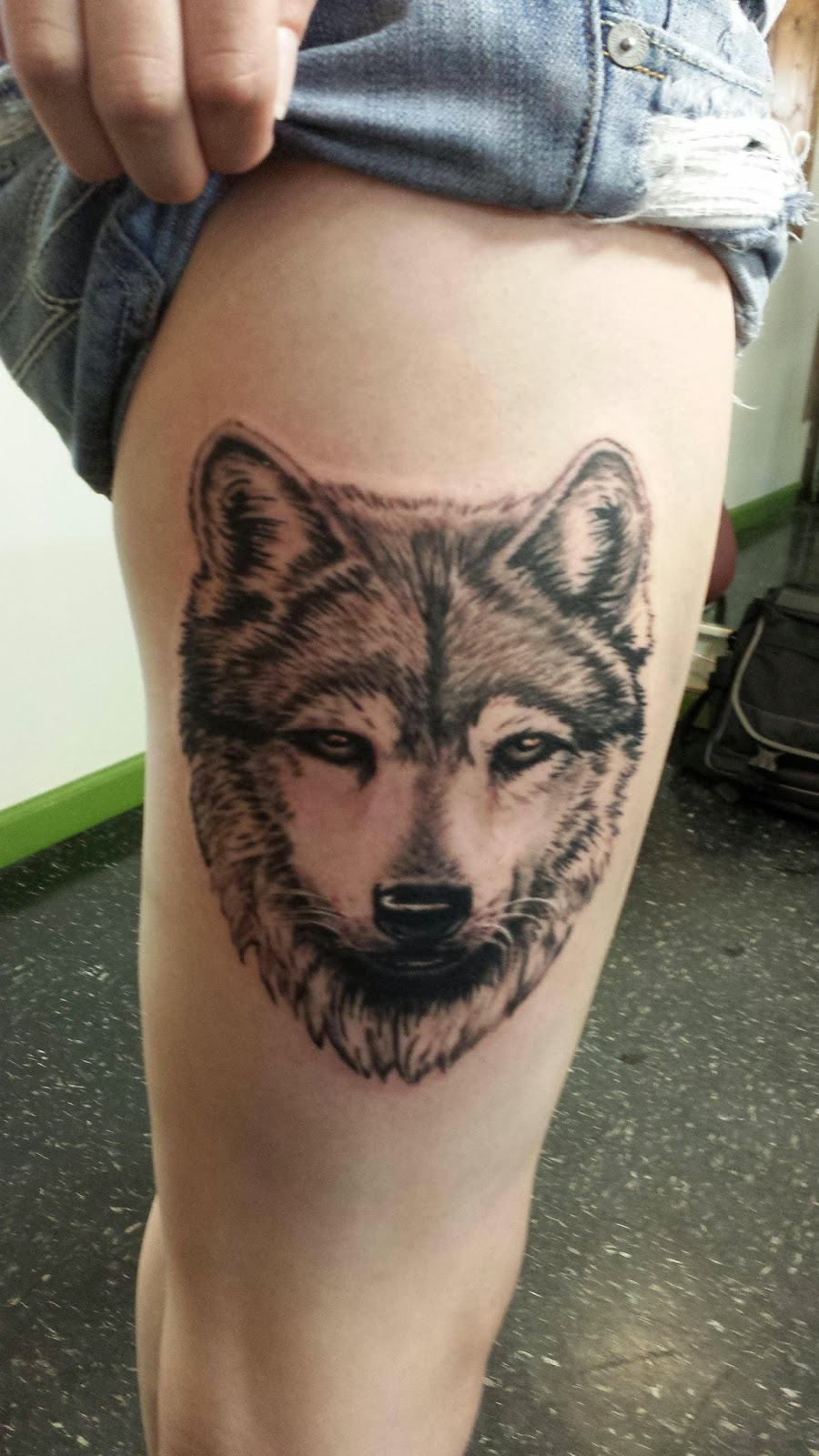 Girl Shows Off Her Wolf Head Tattoo On Thigh
