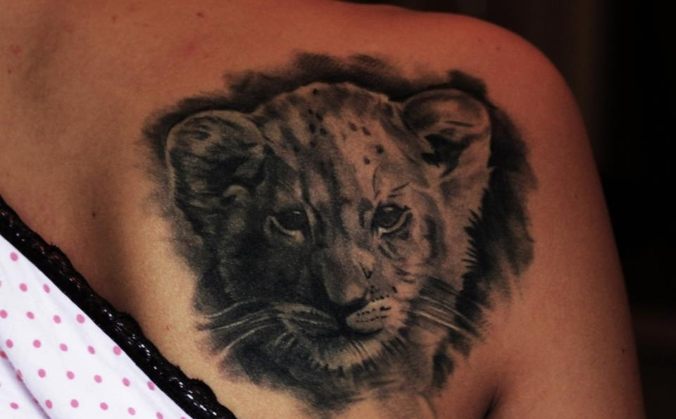Grey Ink Animal Head Tattoo On Back Shoulder