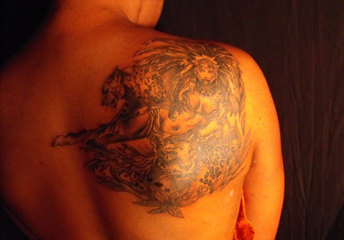Grey Ink Queen Tattoo On Right Back Shoulder