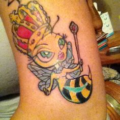 Lovely Queen Bee With Green Eyes Tattoo