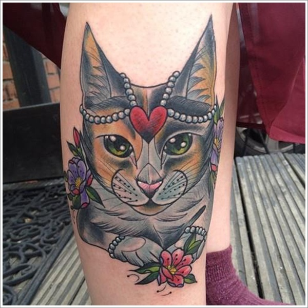 Lovely Queen Cat With Flower Tattoos On Leg