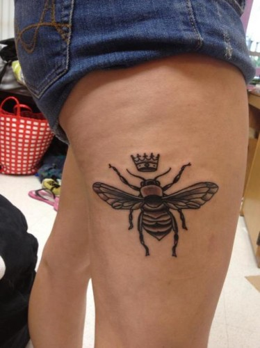 Marvelous Queen Bee Tattoo On Side Of Thigh