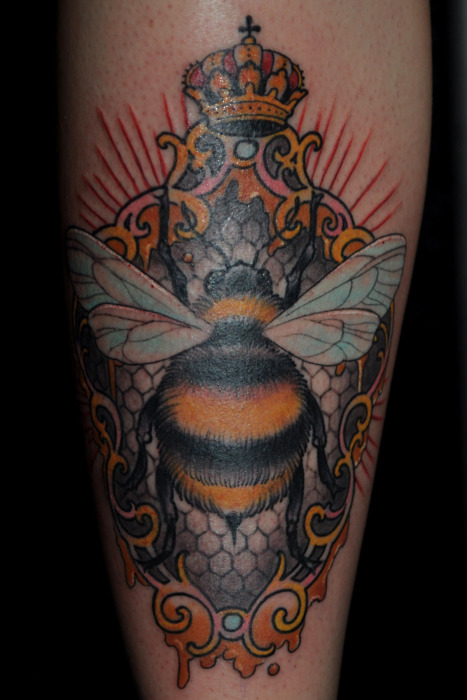 Queen Bumblebee Mirror Tattoo