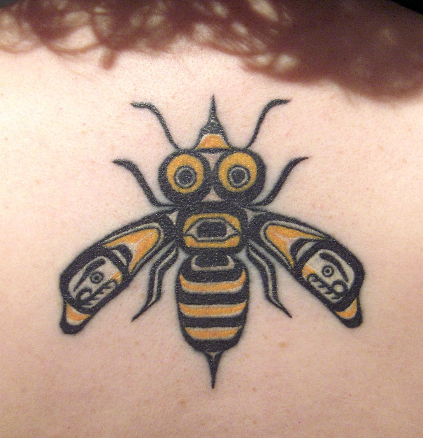 Cute Funny Bee Tattoo Made On Girl Back