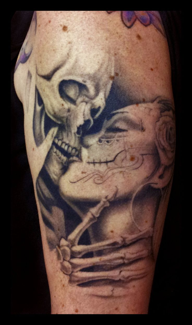 Grey Ink Death Skull And Girl Kiss Tattoo On Shoulder