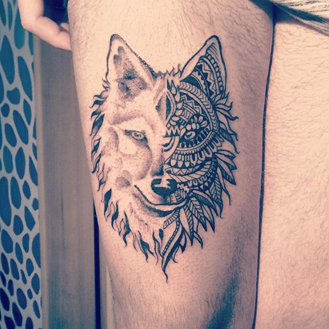 Fabulous Hippie Tattoo Art On Men Thigh