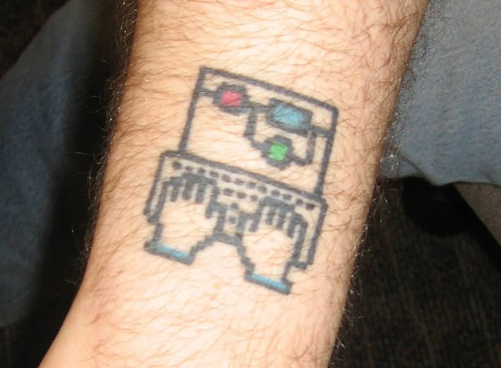 Simple And best Geek Laptop Tattoo On Leg