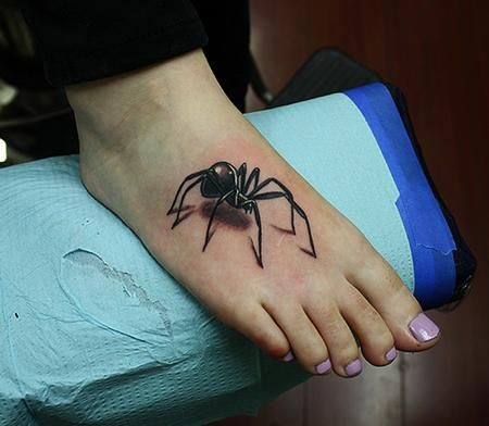 3D Realistic Black Widow Spider Tattoo Design Make On Thigh