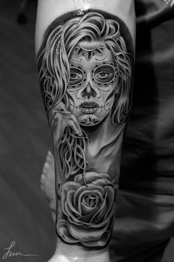 Black And White Picture Of Nice Catrina Girl Face With Rose Flower Tattoo On Forearm