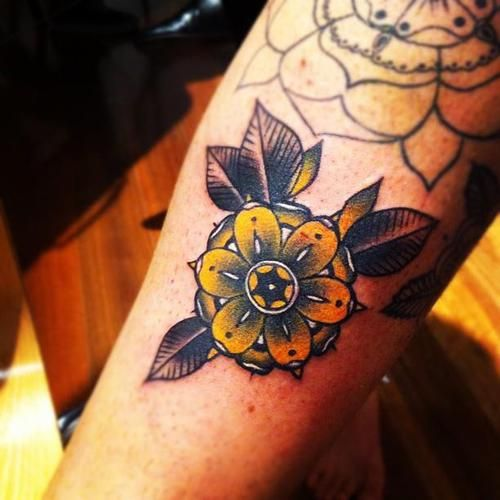 Fantastic And Amzing Old School Flowers Tattoo Design Idea