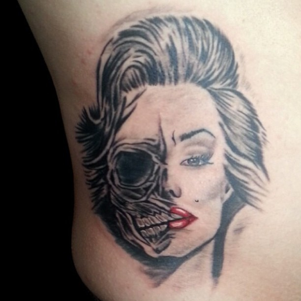 Fantastic And Nice Marilyn Monroe Skull Tattoo Design On Girl Body