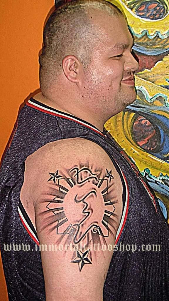 Fatty Men Show Simple Filipino Sun Tattoo On Right Shoulder