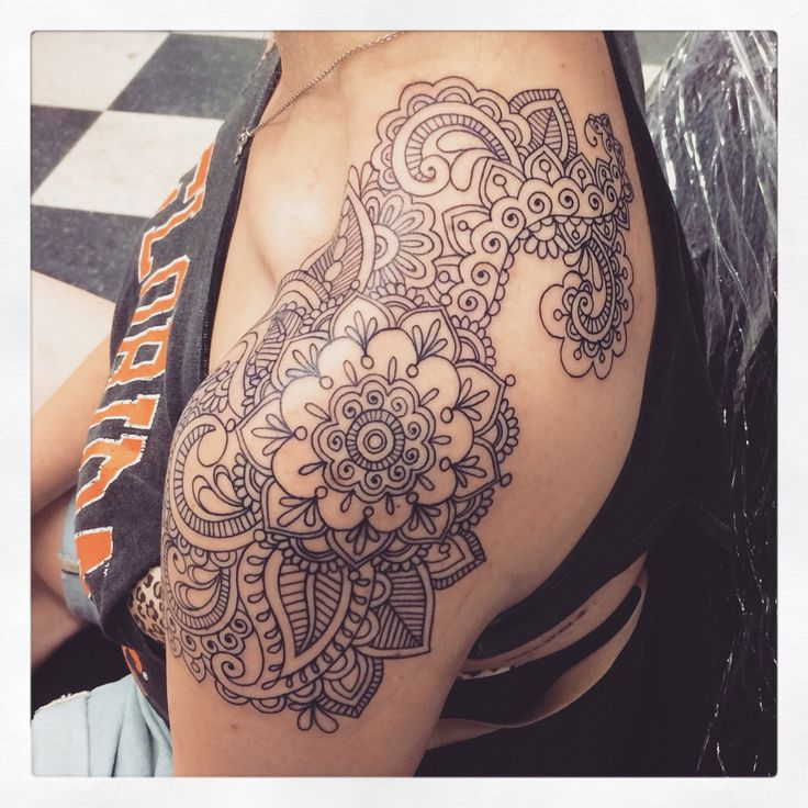 Hot Girl Shoulder Nice And Amazing Paisley Pattern Flower Tattoo