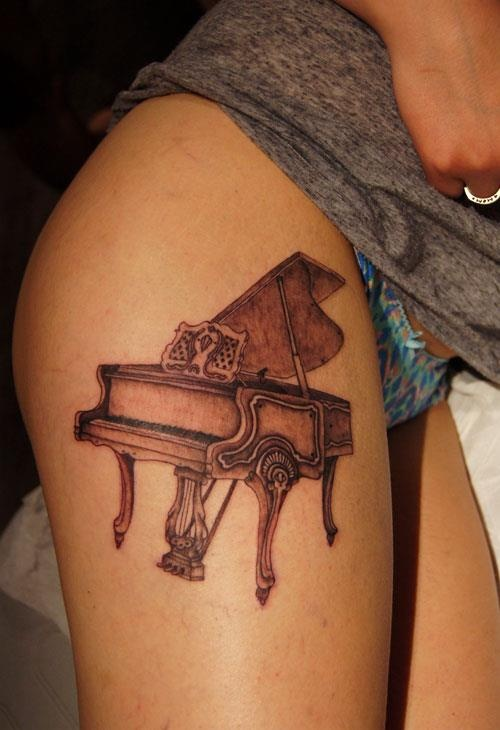 Hot Girl Show Amazing Grand Piano Tattoo Design On Thigh
