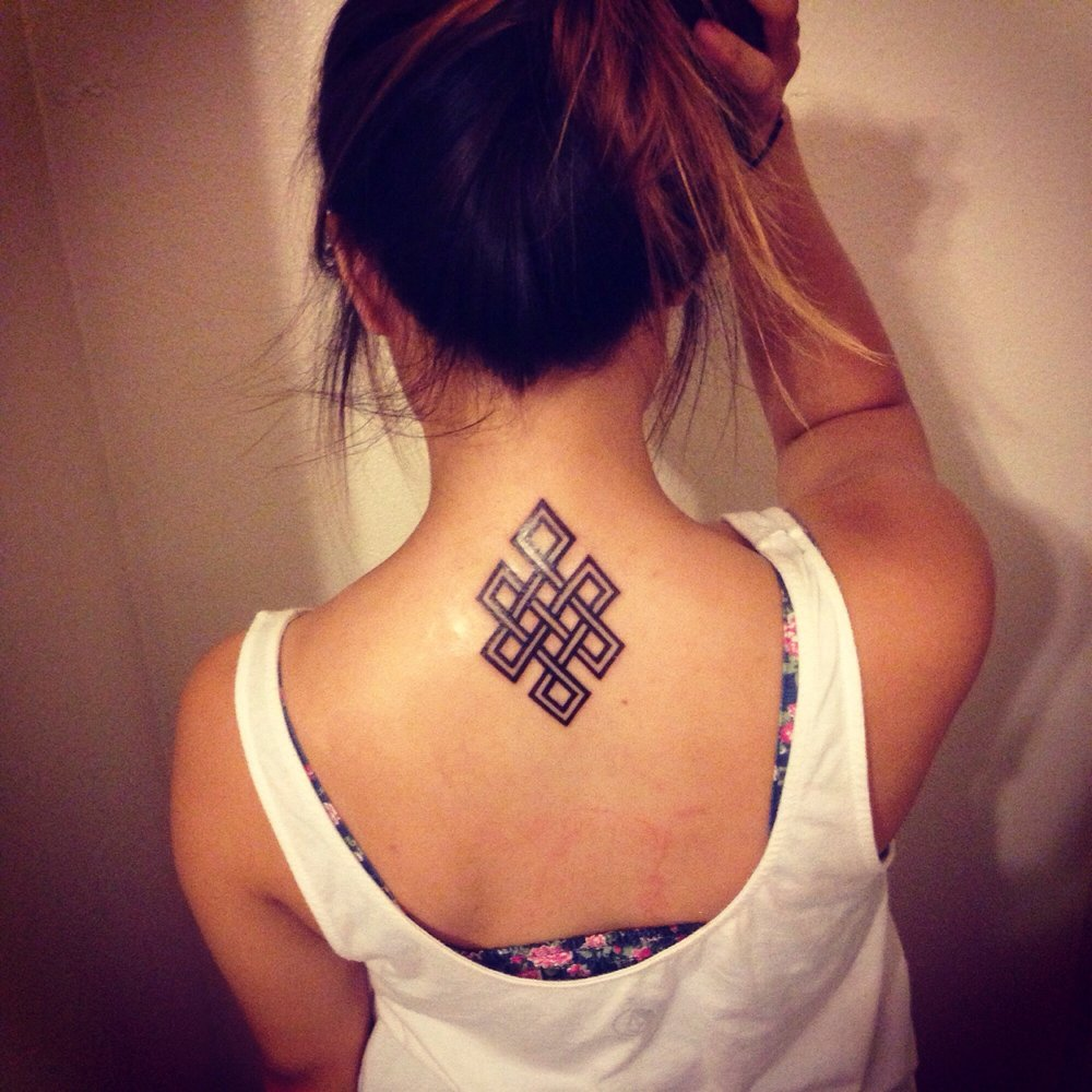Hot Girl Show Her Nice Endless Knot Tattoo For Nape