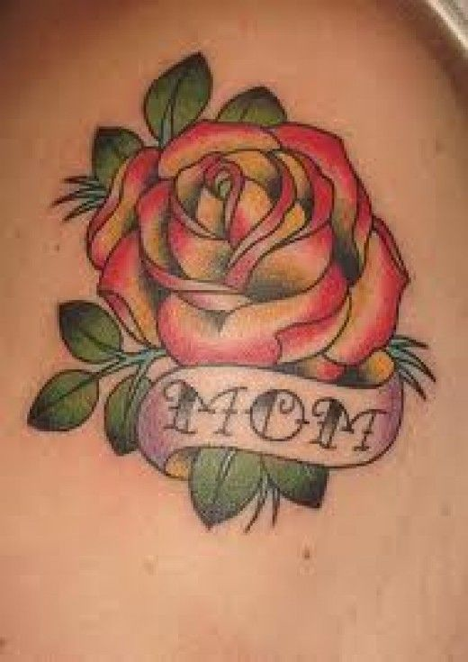 Lovely Rose Flower With Nice Mom Banner Tattoo On Shoulder
