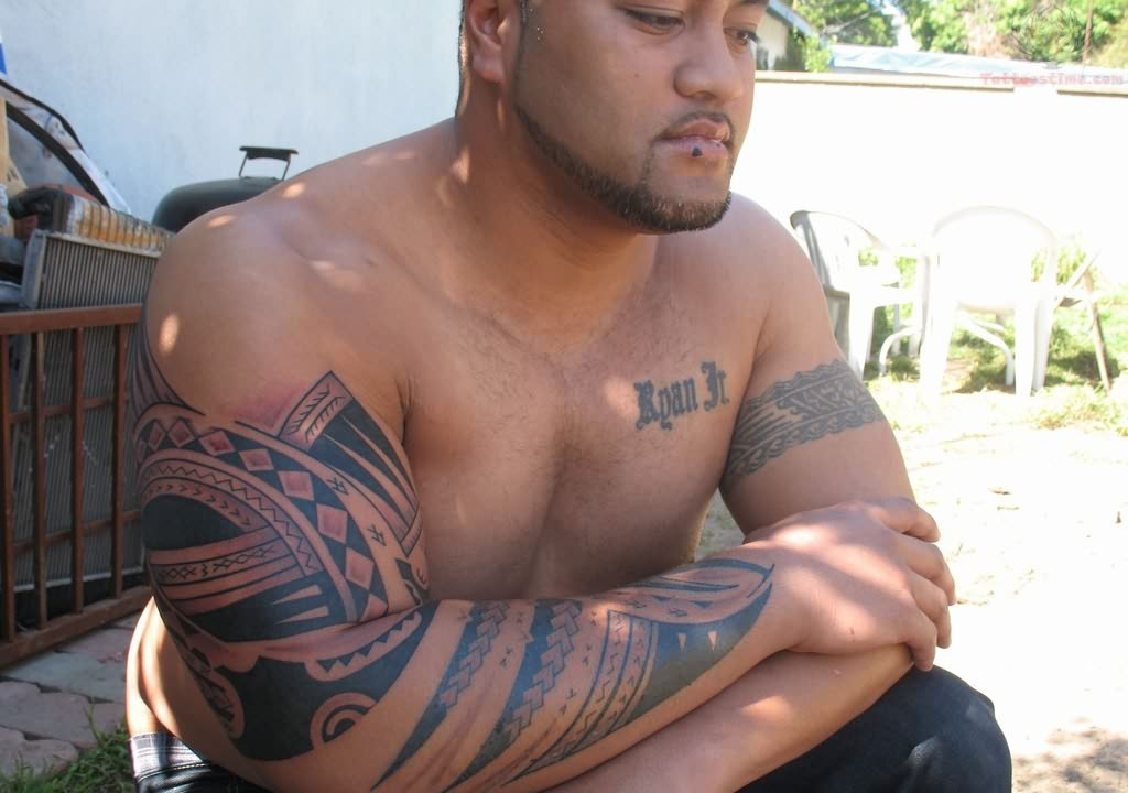 Men Show Amazing Samoan Tattoo On Lower Sleeve