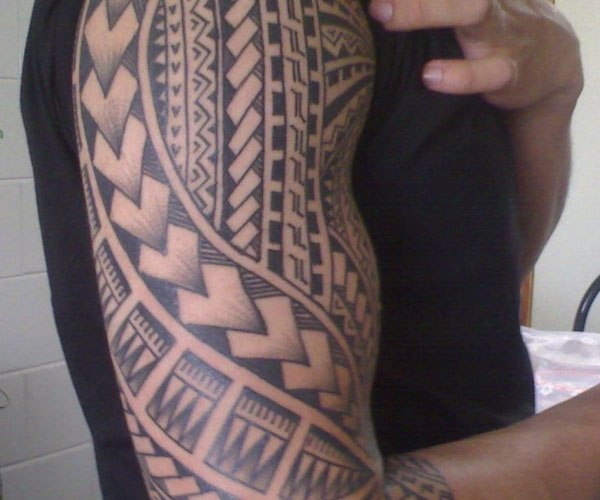 Men Show Half Sleeve Simple Samoan Tattoo
