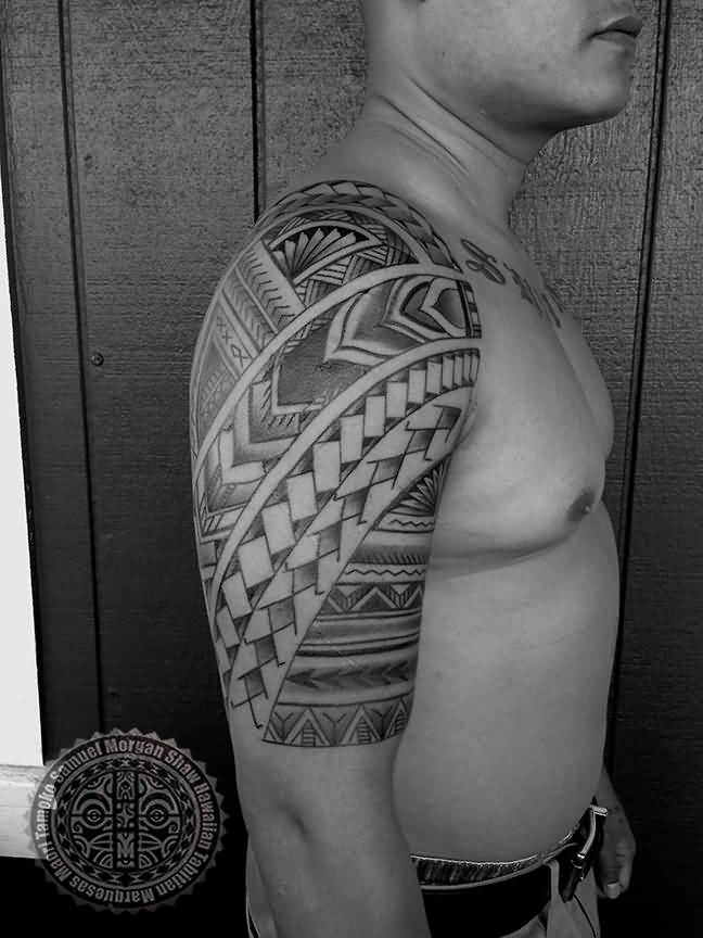Men Show Her Simple Filipino Polynesian Tattoo On Half Sleeve
