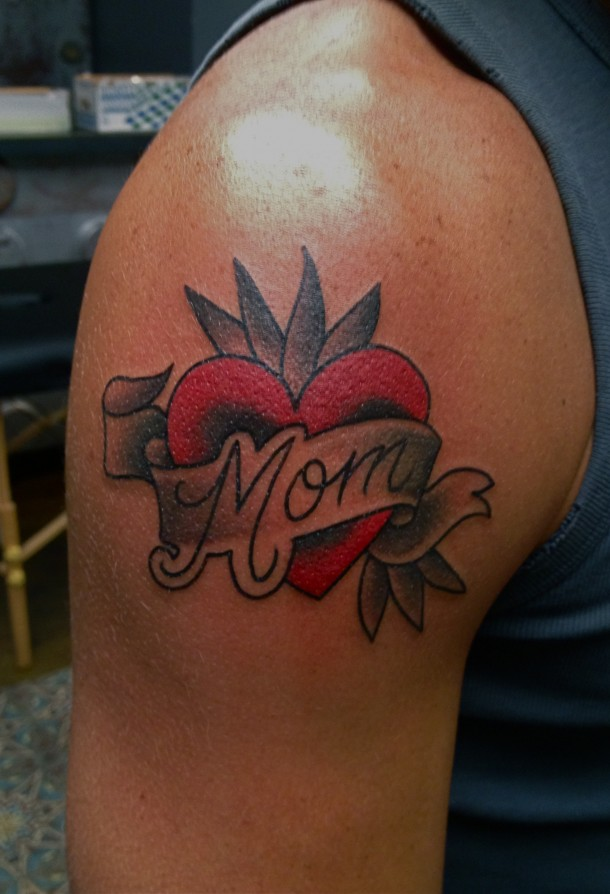Men Show Nice Mom Banner Red Heart Tattoo On Shoulder