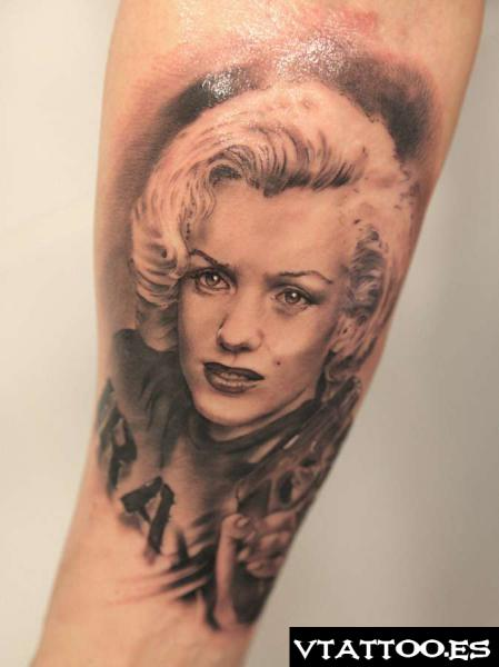 Realistic And Nice Marilyn Monroe Tattoo Of Portrait Face