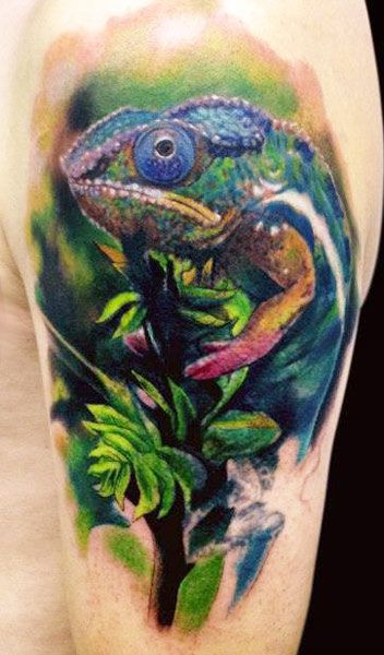 Realistic Big Face Of Reptile Lizard Tattoo On Shoulder