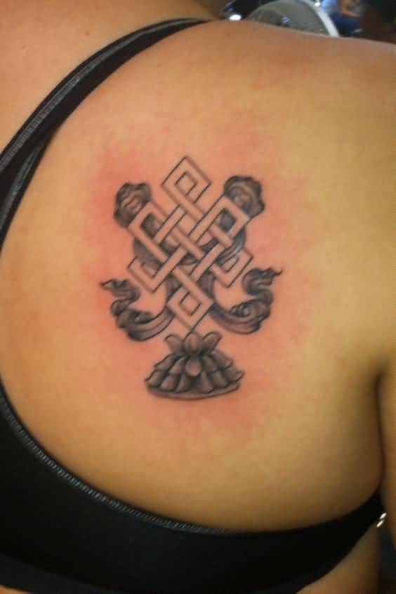 Right Back Shoulder Amazing Endless Knot Tattoo