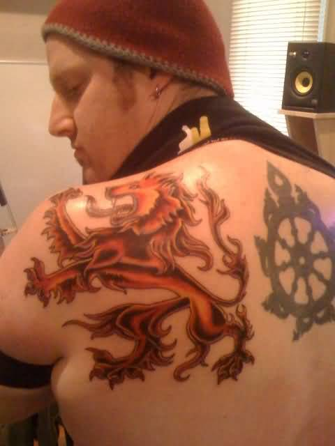 Simple Men Upper Back Orange Ink Scottish Lion And Wheel Tattoo