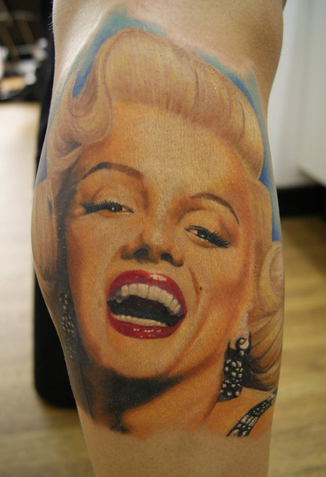 Smiling Marilyn Monroe Portrait Face Tattoo On Leg