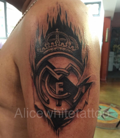 Ultimate Men Shoulder Cool And Nice Ripped Skin Real Madrid Logo Tattoo