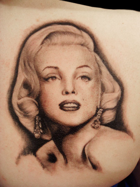Upper Back Nice And Amazing Marilyn Monroe Portrait Tattoo Of Girl Face