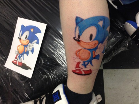 Fantastic And Nice Sonic Cartoon Tattoo On Leg